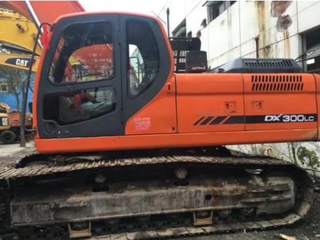 斗山DX300挖掘机